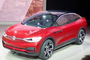 VWが米工場で生産するEV「I.D.クロス」のコンセプト車(17年9月、フランクフルト国際自動車ショー)