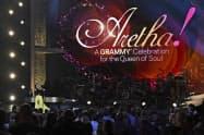 米歌手アレサ・フランクリンさんの功績をたたえて開かれたコンサート(13日、米西部ロサンゼルス)=AP