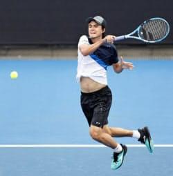 男子シングルスで2回戦進出を決めたダニエル太郎(15日、メルボルン)=共同