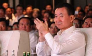 大連万達集団(ワンダ・グループ)の王健林董事長は党の意向に従う姿勢に転じた