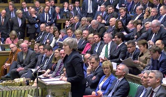 15日、EU離脱案の採決を前に演説するメイ英首相=ロイター