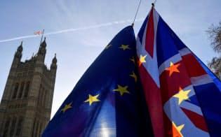 英国が19年3月末に完全にEUから離脱する場合、法制や規則などの制度の構築が間に合わない=ロイター