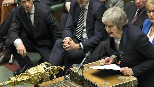 英首相「EU離脱の実現、私の義務」 代替案検討へ