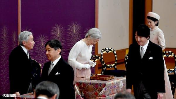 平成最後の歌会始 陛下、ヒマワリの成長詠む