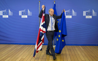 EUのブレグジット(英国のEU離脱)戦略も、真価を問われることになった=AP