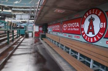 球場ツアーでも大谷選手が座るベンチに入ることができる