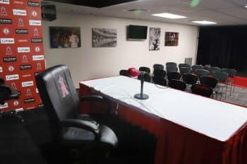 大谷選手らが取材を受ける記者会見室。3月から9月に行っている球場ツアーは所要75分で大人8ドル、子供6ドル。