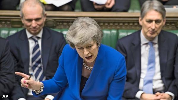 英議会、内閣不信任案否決 メイ氏続投も混迷続く