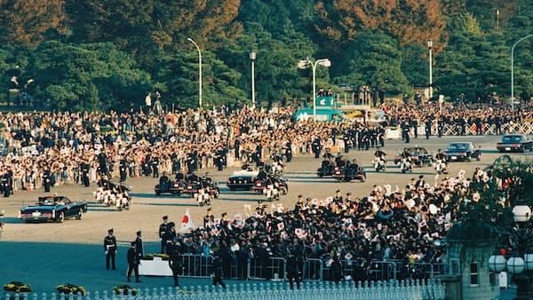 新天皇祝賀パレード、車両は「センチュリー」