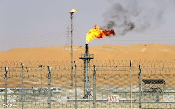 油田開発投資は低迷が続く(サウジアラビアの油田)=ロイター