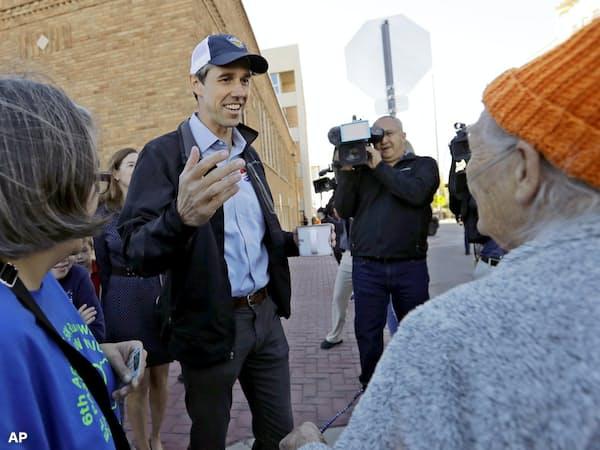 民主党内で「オバマの再来」を期待する声があがるオルーク前下院議員(18年11月)=AP