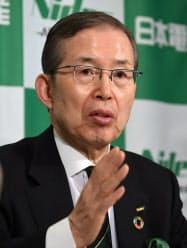 業績予想を発表する日本電産の永守会長(17日、東京都千代田区)