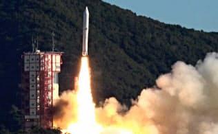 小型ロケット「イプシロン」4号機が内之浦宇宙空間観測所から打ち上げられた(18日、鹿児島県肝付町)