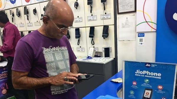 印携帯リライアンス・ジオ、契約数3億件に迫る 10~12月、売上高1.5倍と好調続く