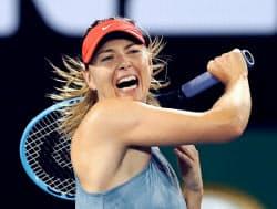 女子シングルスで4回戦進出を決めたマリア・シャラポワ(18日、メルボルン)=共同