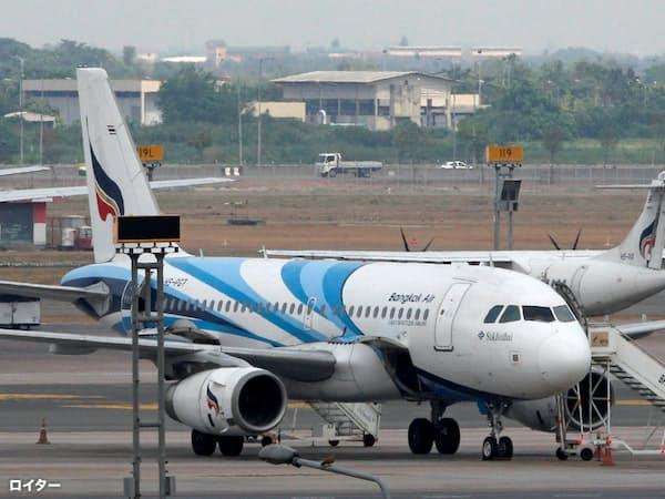 バンコクのスワンナプーム空港で出発を待つバンコク・エアウェイズの旅客機=ロイター