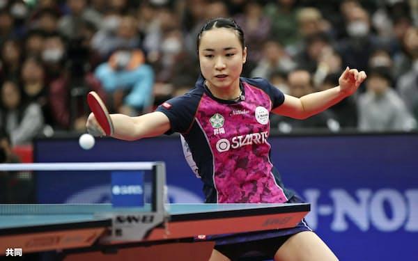 女子シングルスで準決勝進出を決めた伊藤美誠(19日、丸善インテックアリーナ大阪)=共同