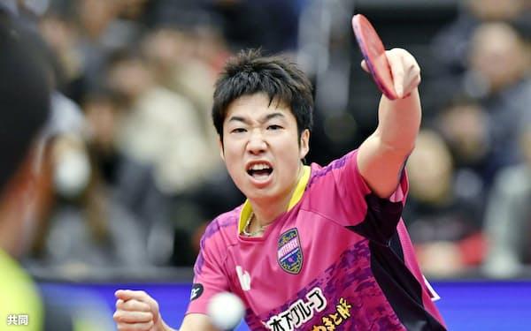 男子シングルスで優勝した水谷隼(20日、丸善インテックアリーナ大阪)=共同