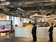 小池都知事はフレックスタイム制などを導入している三菱地所を視察した(21日、東京都内)