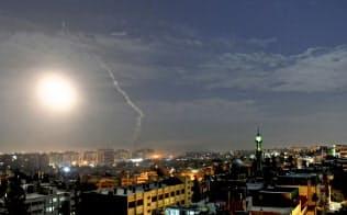 イスラエルはシリアのイラン関連施設を攻撃した(21日、首都ダマスカス近郊)=AP