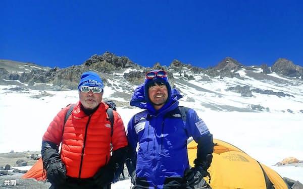 南米大陸最高峰アコンカグアへの登頂を断念した三浦雄一郎さん(左)。右は次男豪太さん(20日=ミウラ・ドルフィンズ提供)=共同