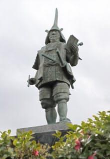伊勢松坂や会津黒川の城主となった蒲生氏郷の銅像(滋賀県日野町)
