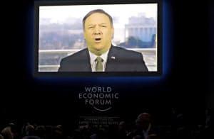 22日、ポンペオ米国務長官はダボス会議のイベントにテレビ出演した(スイス東部ダボス)=AP