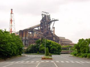 設備トラブルで国内粗鋼生産はマイナス続き(休止しているJFEスチール東日本製鉄所千葉地区の高炉)