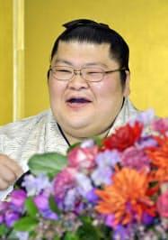 東京都内のホテルで記者会見する、現役を引退した元関脇豪風の押尾川親方(23日)=共同