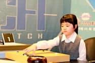 世界トップの女流棋士と対局する仲邑菫さん(23日、ソウル)