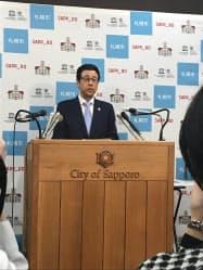 札幌市の2019年度予算案を発表する秋元市長