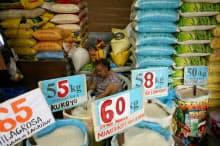フィリピンではコメなど食品が値上がりした(9月、マニラ)=ロイター