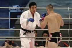 PRIDEの現役選手時代の大山氏(左)