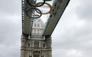 ロンドン大会でも巨大な五輪マークが機運を高めるのに一役買った(2012年7月9日、ロンドン)
