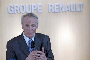ルノーの会長に就任したスナール氏(24日、パリ郊外)=AP