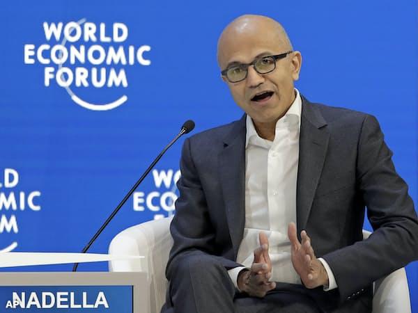 米マイクロソフトのサティア・ナデラCEOは「データ時代に対応するあらゆる企業や産業のための明快な規制を歓迎する」と述べた=AP
