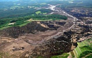 ダムの決壊で泥流が流出し、多大な被害が発生した(25日、ブラジル・ミナスジェライス州)=ロイター
