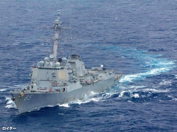 南シナ海を航海中の米イージス駆逐艦=ロイター