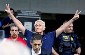 訴追された元トランプ陣営幹部のストーン被告=ロイター