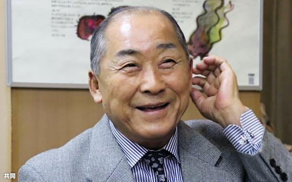 大坂なおみ選手の優勝を喜ぶ祖父鉄夫さん(26日夜、北海道根室市)=共同