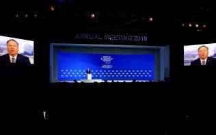 ビデオで参加したポンペオ米国務長官は中国を批判した(22日、ダボス会議の会場)=ロイター