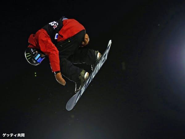 冬季Xゲームのスノーボード男子ハーフパイプで2位に入った戸塚優斗(27日、アスペン)=ゲッティ共同