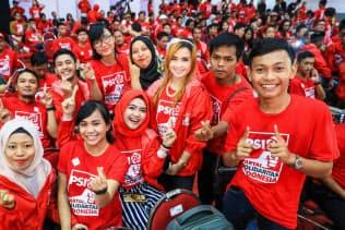 ミレニアル世代を支持層とする「インドネシア連帯党」の党員集会に集まった若者ら(2018年12月、スラバヤ)