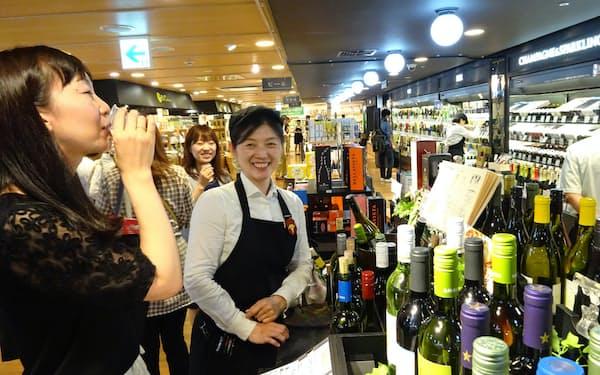 広がる自由貿易協定(FTA)のメリットを生かし切れるか(百貨店の酒類コーナー)