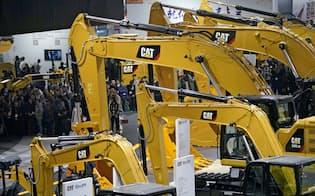 中国の建機需要が想定を下回った(18年11月の上海での展示会)=ロイター