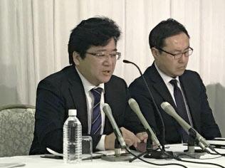 トヨタ労組は要求案にベアの実額を明示しないことにした(28日に記者会見した西野勝義執行委員長(左)、愛知県豊田市)