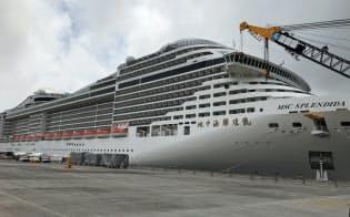 幅広い船会社のクルーズ船が寄港する金沢港(18年5月、金沢市)