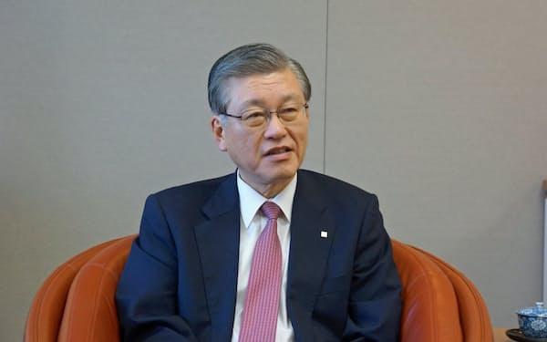 24日、東京都内で取材に応じる東京ガスの内田高史社長