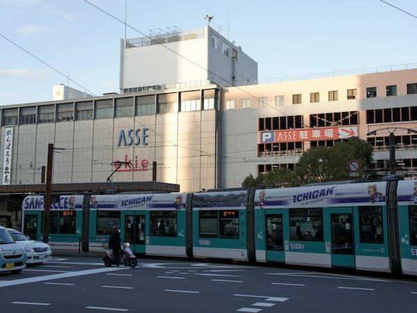 JR広島駅の駅ビル「ASSE」の建て替えとともに広島電鉄の路面電車が2階へ乗り入れる(広島市)