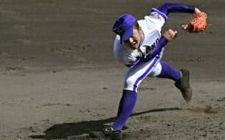 2018年夏の全国高校野球選手権大会決勝戦で力投する金足農の吉田輝星=共同